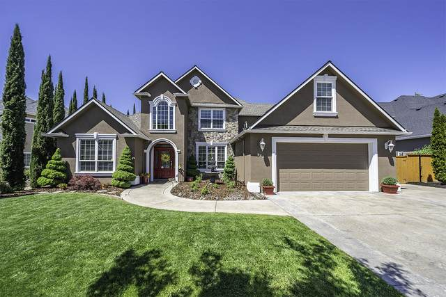 983 St Andrews Way, Eagle Point, OR 97524 (MLS #220122180) :: Bend Relo at Fred Real Estate Group