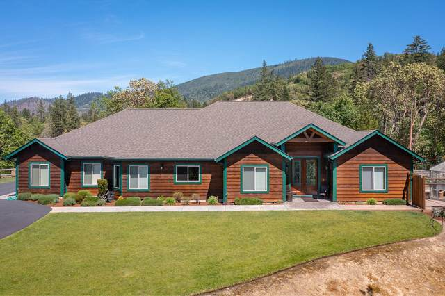 160 Columbia Crest Drive, Grants Pass, OR 97526 (MLS #220122205) :: The Ladd Group