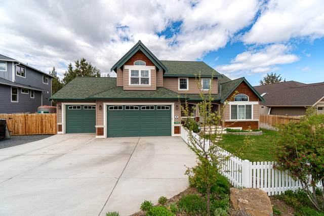 2415 NE Robinson Street, Bend, OR 97701 (MLS #220122206) :: Chris Scott, Central Oregon Valley Brokers
