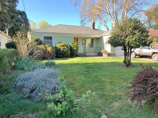 1011 Mt Pitt Street, Medford, OR 97501 (MLS #220122223) :: The Ladd Group