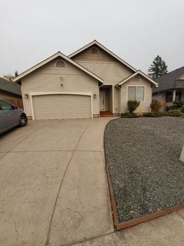 1108 NW F Street, Grants Pass, OR 97526 (MLS #220122263) :: Keller Williams Realty Central Oregon