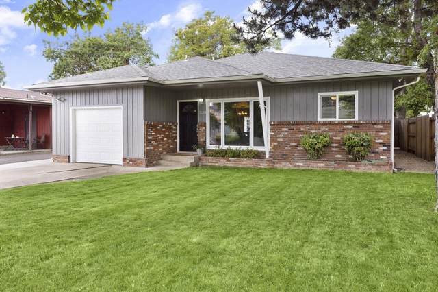520 Benson Street, Medford, OR 97501 (MLS #220122286) :: Coldwell Banker Sun Country Realty, Inc.