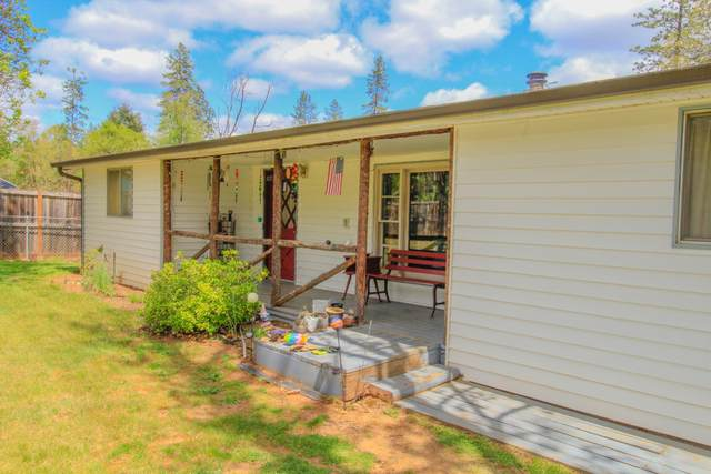 2286 Pine Grove Road, Rogue River, OR 97537 (MLS #220122296) :: Bend Relo at Fred Real Estate Group