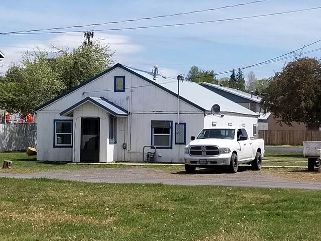 911 NW Claypool Street, Prineville, OR 97754 (MLS #220122312) :: Bend Relo at Fred Real Estate Group