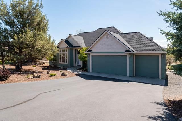 1800 Murrelet Drive, Redmond, OR 97756 (MLS #220122319) :: Fred Real Estate Group of Central Oregon