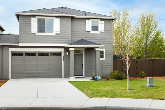 3006 SW Black Butte Avenue, Redmond, OR 97756 (MLS #220122321) :: Fred Real Estate Group of Central Oregon