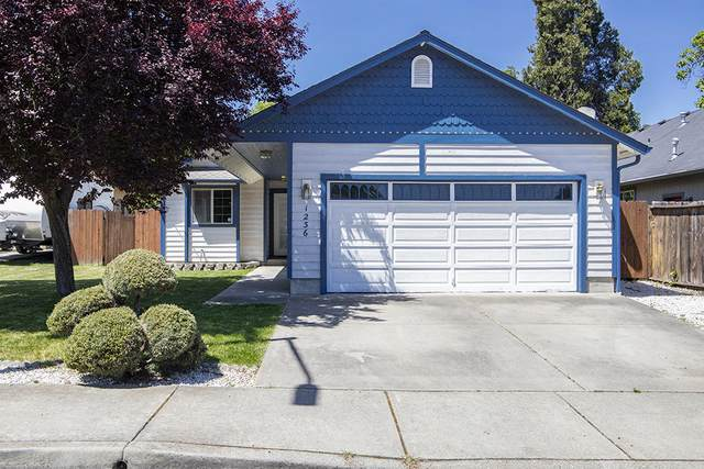 1236 Rockingham Place, Grants Pass, OR 97527 (MLS #220122343) :: Top Agents Real Estate Company