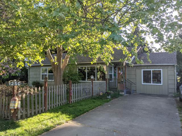 1250 Woodland Avenue, Medford, OR 97501 (MLS #220122349) :: Top Agents Real Estate Company