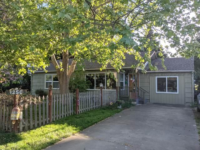1250 Woodland Avenue, Medford, OR 97501 (MLS #220122349) :: Central Oregon Home Pros