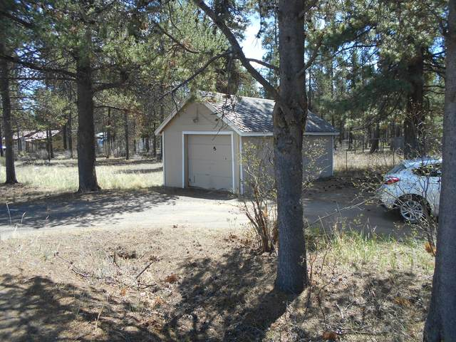 16511 William Foss Road, La Pine, OR 97739 (MLS #220122373) :: Fred Real Estate Group of Central Oregon