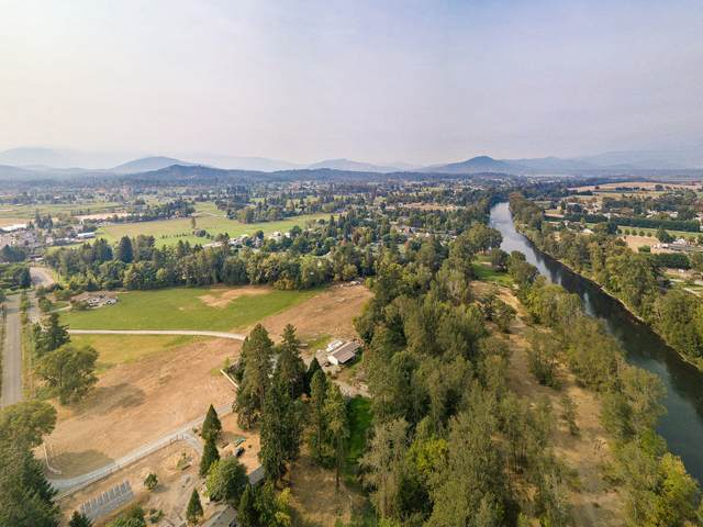 3130 S River Road, Grants Pass, OR 97527 (MLS #220122377) :: Keller Williams Realty Central Oregon