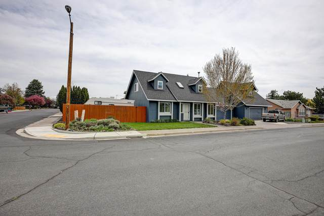 530 SW 25th Street, Redmond, OR 97756 (MLS #220122396) :: Bend Relo at Fred Real Estate Group