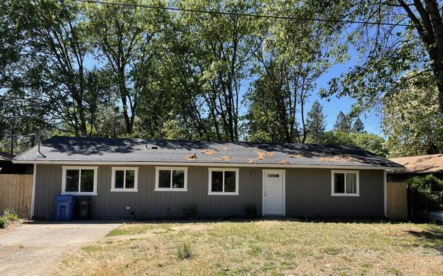 140 Tracy Lane, Cave Junction, OR 97523 (MLS #220122400) :: Bend Relo at Fred Real Estate Group
