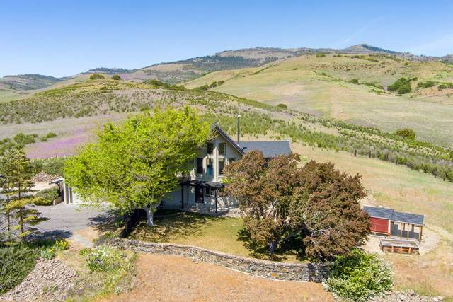 399 Pompadour Drive, Ashland, OR 97520 (MLS #220122404) :: Bend Relo at Fred Real Estate Group
