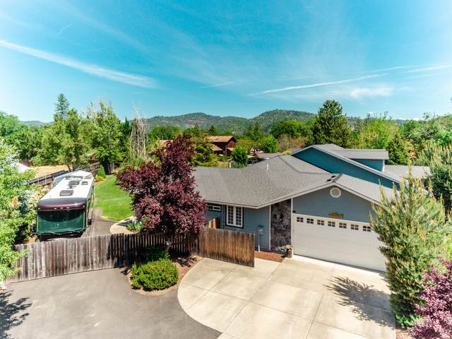 106 Orchard Lane, Shady Cove, OR 97539 (MLS #220122436) :: Keller Williams Realty Central Oregon