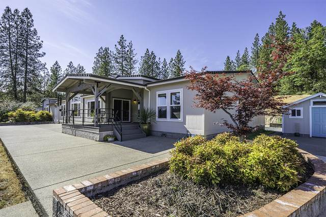 2010 Stewart Road, Grants Pass, OR 97526 (MLS #220122450) :: The Ladd Group