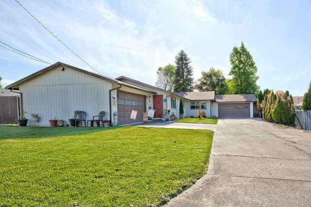 864 Olympic Avenue, Medford, OR 97504 (MLS #220122499) :: Keller Williams Realty Central Oregon
