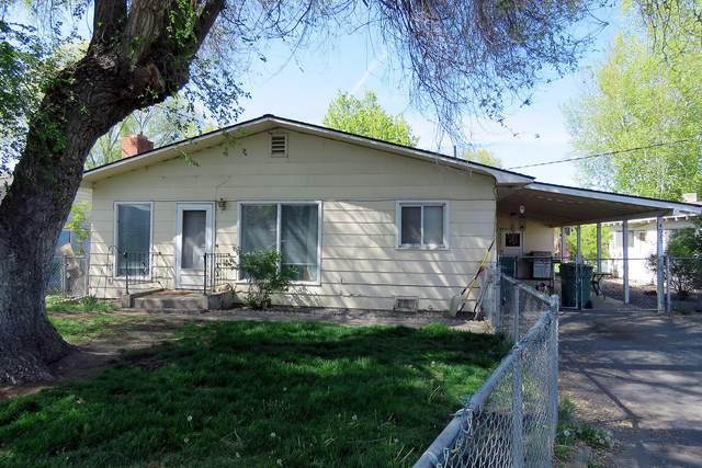 4025 Barry Avenue, Klamath Falls, OR 97603 (MLS #220122540) :: Team Birtola | High Desert Realty