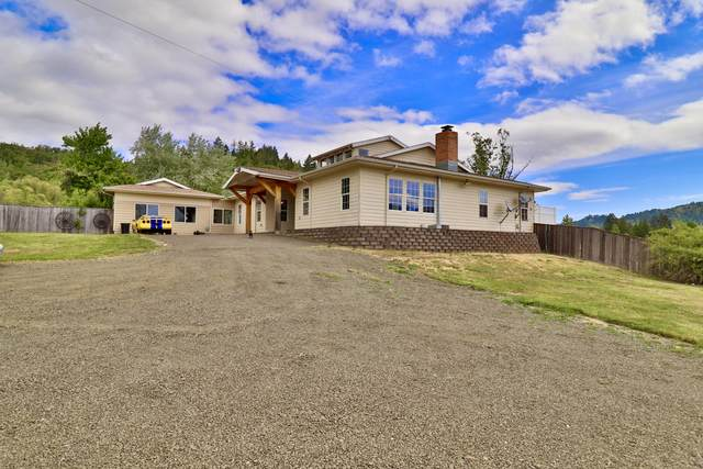 441 Nandy Drive, Roseburg, OR 97471 (MLS #220122585) :: Bend Relo at Fred Real Estate Group