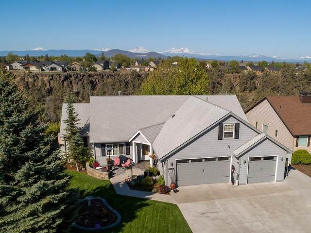 2621 NW Canyon Drive, Redmond, OR 97756 (MLS #220122590) :: Team Birtola | High Desert Realty