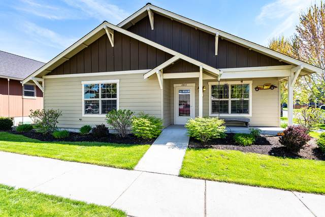2813 NE Great Horned Place, Bend, OR 97701 (MLS #220122644) :: Coldwell Banker Bain