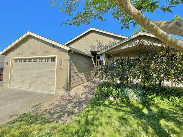 1433 Andrew Drive, Medford, OR 97501 (MLS #220122675) :: Bend Relo at Fred Real Estate Group