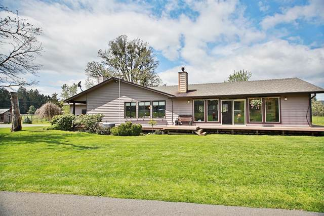 1195 White Schoolhouse Road, Cave Junction, OR 97523 (MLS #220122697) :: Keller Williams Realty Central Oregon