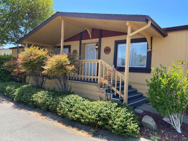 109 Red Oak Lane, Grants Pass, OR 97527 (MLS #220122704) :: Keller Williams Realty Central Oregon