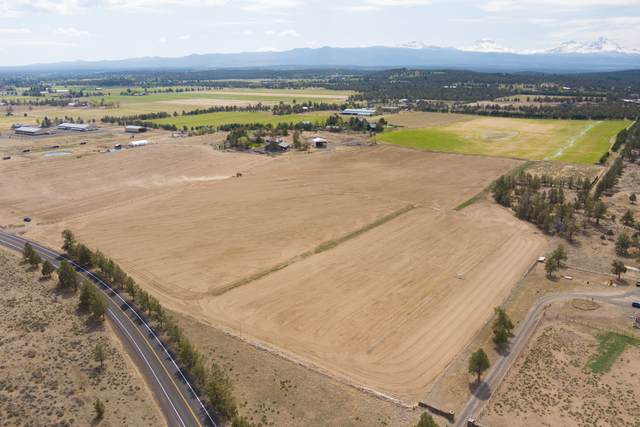 66320 Black Horse Lane, Bend, OR 97703 (MLS #220122709) :: The Ladd Group