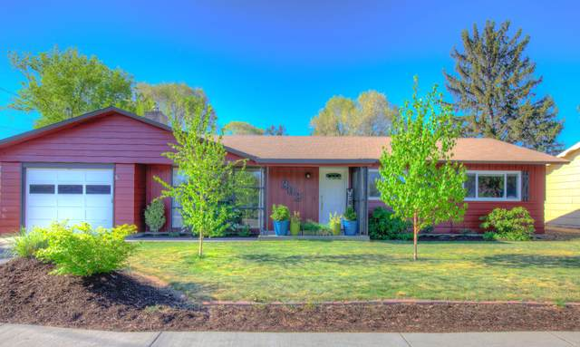 302 NW Dogwood Avenue, Redmond, OR 97756 (MLS #220122737) :: The Ladd Group