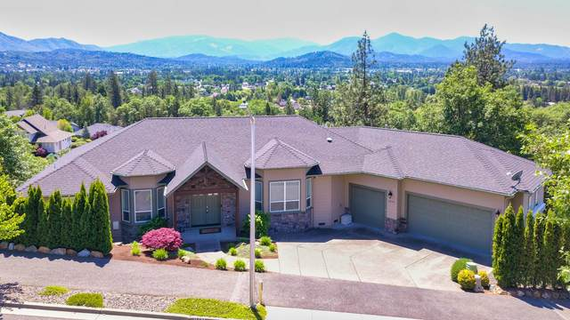 1893 NW Sunview Place, Grants Pass, OR 97526 (MLS #220122751) :: The Ladd Group