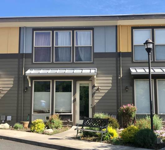 886 Perozzi Street, Ashland, OR 97520 (MLS #220122769) :: Bend Relo at Fred Real Estate Group