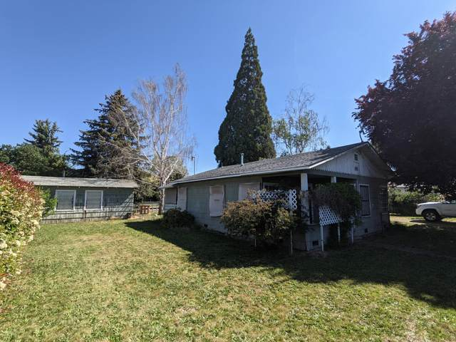 105 Elk Street, Medford, OR 97501 (MLS #220122771) :: Bend Relo at Fred Real Estate Group