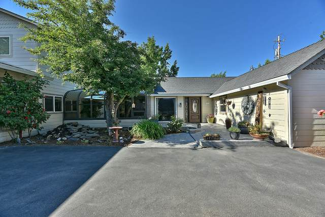 3365 Snowy Butte Lane, Central Point, OR 97502 (MLS #220122785) :: Bend Relo at Fred Real Estate Group