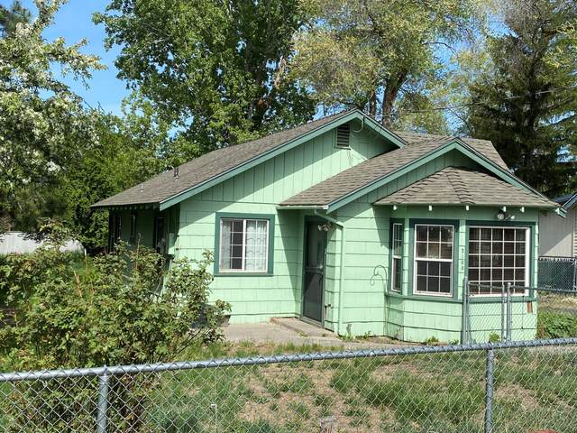 2108 N Hope Street, Klamath Falls, OR 97603 (MLS #220122813) :: The Ladd Group