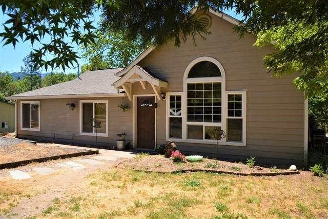 826 Foots Creek Road, Gold Hill, OR 97525 (MLS #220122988) :: Berkshire Hathaway HomeServices Northwest Real Estate