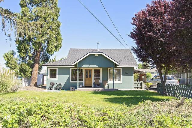 263 Berrydale Avenue, Medford, OR 97501 (MLS #220123150) :: Coldwell Banker Bain