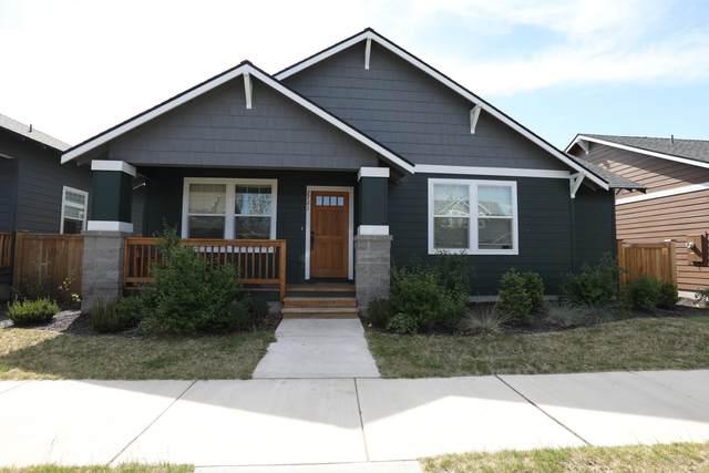 2721 NE Black Oak Place, Bend, OR 97701 (MLS #220123169) :: Team Birtola | High Desert Realty