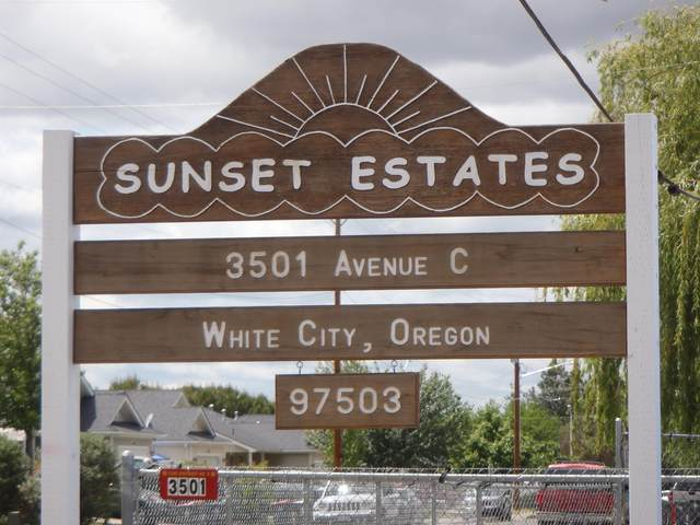 3501 Ave C #9, White City, OR 97503 (MLS #220123256) :: Bend Relo at Fred Real Estate Group