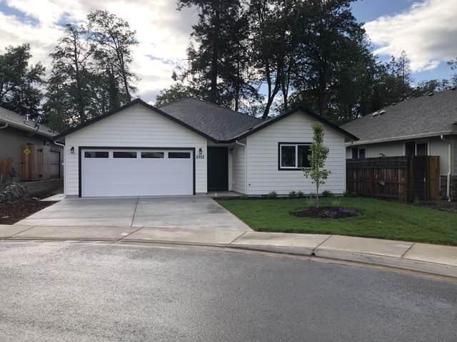 2902 SW Shimmer Lane, Grants Pass, OR 97527 (MLS #220123259) :: Chris Scott, Central Oregon Valley Brokers