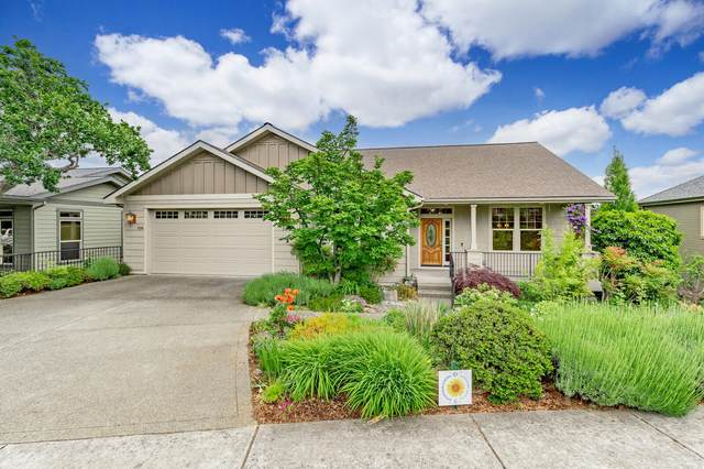 594 Sutton Place, Ashland, OR 97520 (MLS #220123333) :: Coldwell Banker Bain