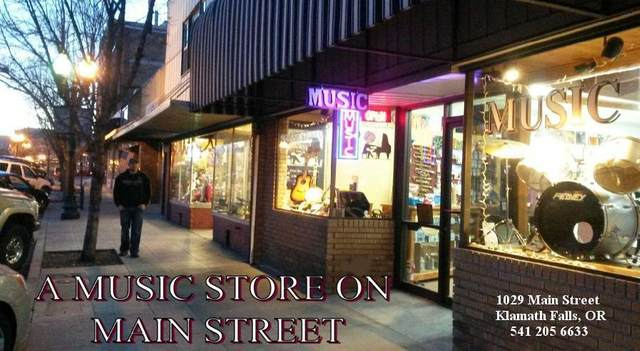 1029 Main Street, Klamath Falls, OR 97601 (MLS #220123342) :: The Ladd Group