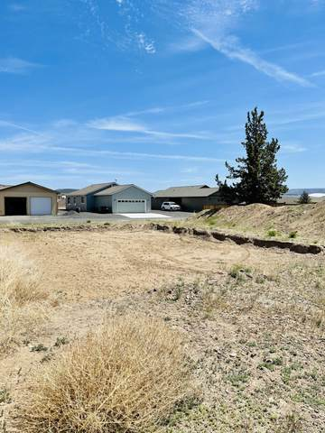 2351 NE Colleen Road, Prineville, OR 97754 (MLS #220123350) :: Coldwell Banker Bain