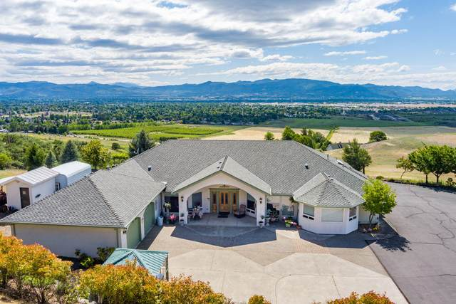 3532 Roxy Ann Heights Drive, Medford, OR 97504 (MLS #220123597) :: The Ladd Group