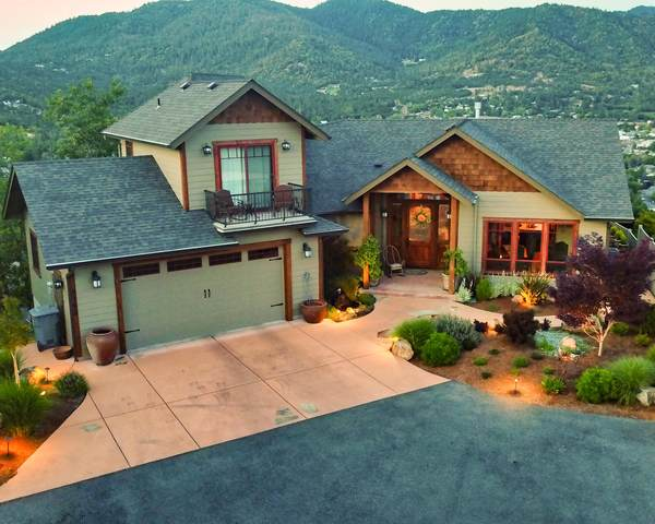 1183 NW Starlite Place, Grants Pass, OR 97526 (MLS #220123654) :: Schaake Capital Group