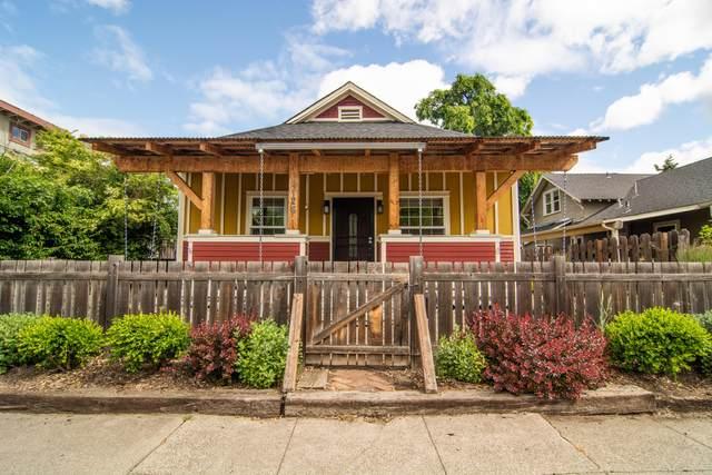 1126 W 10th Street, Medford, OR 97501 (MLS #220123728) :: Berkshire Hathaway HomeServices Northwest Real Estate