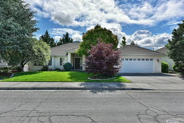 2822 Kerrisdale Ridge Drive, Medford, OR 97504 (MLS #220123731) :: Coldwell Banker Bain