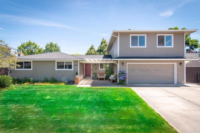 5050 Del Mar Drive, Central Point, OR 97502 (MLS #220123864) :: Schaake Capital Group