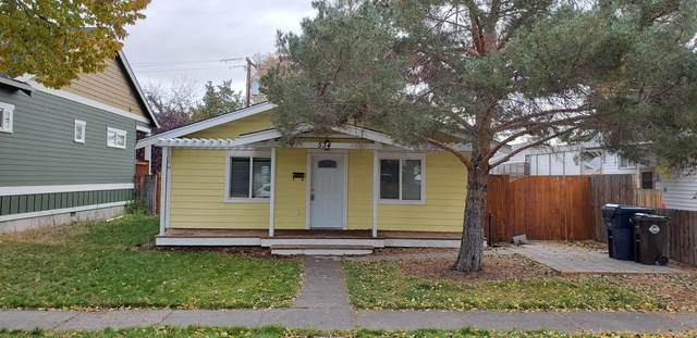 534 SW 11th Street, Redmond, OR 97756 (MLS #220123901) :: Chris Scott, Central Oregon Valley Brokers