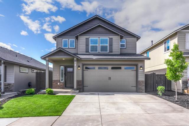 2558 NW Hemlock Way, Redmond, OR 97756 (MLS #220123971) :: Fred Real Estate Group of Central Oregon